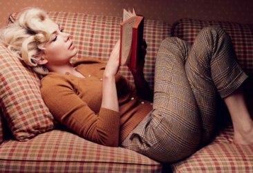 Michelle-Williams-portraying-Marilyn-Monroe