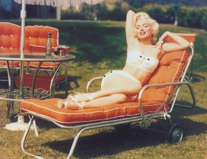 Marilyn-Monroe-white bikini1954