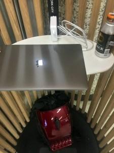 MacBookのACアダプタに厳しいコンセント配置