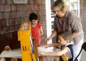Volunteer-weaving
