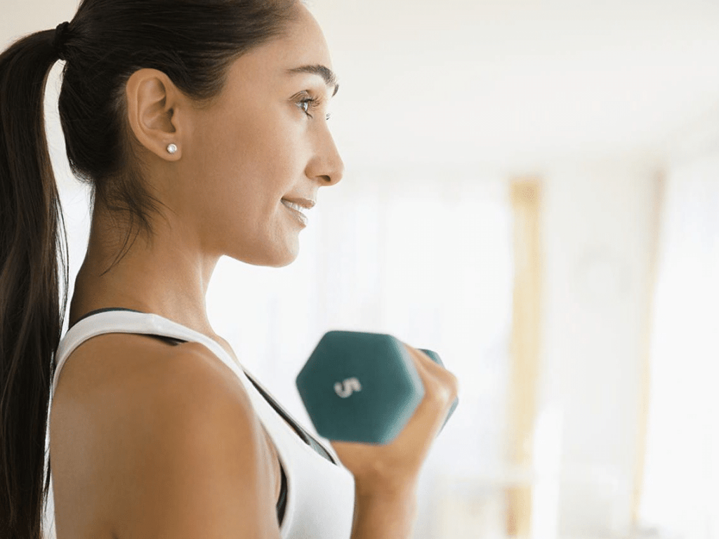 workout with dumbbells female light