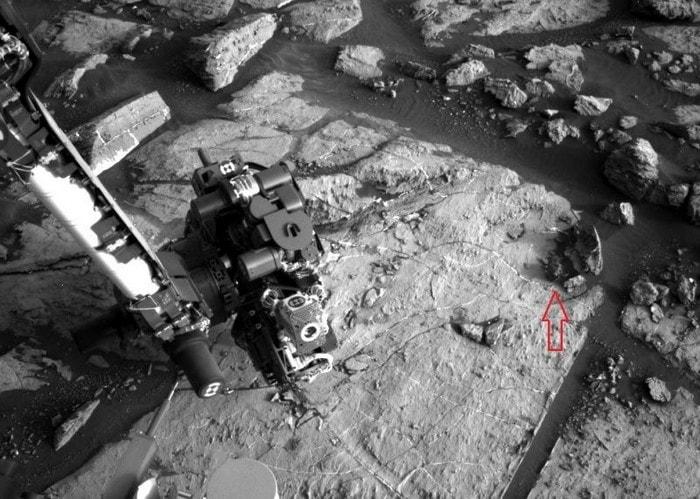 meteorite metallique lisse sur mars