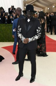 His style is always on point, so I wasn't expecting anything less. I love how he made relatively small details define the look and bring the tech vibe. SOURCE:http://www.vogue.com/slideshow/13429562/met-gala-2016-red-carpet-celebrity-fashion-live/#103