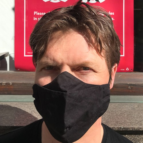 photo of journalist Nick Wallis wearing a COVID mask