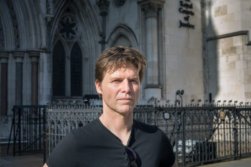 Portrait of Journalist Nick Wallis out side of the royal courts of justice
