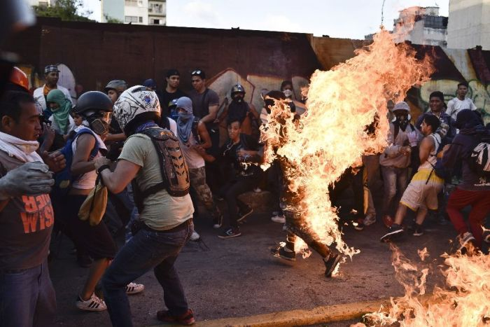 Venezuela Mobs Kick, Burn Thieves In Lynching Epidemic (Video)