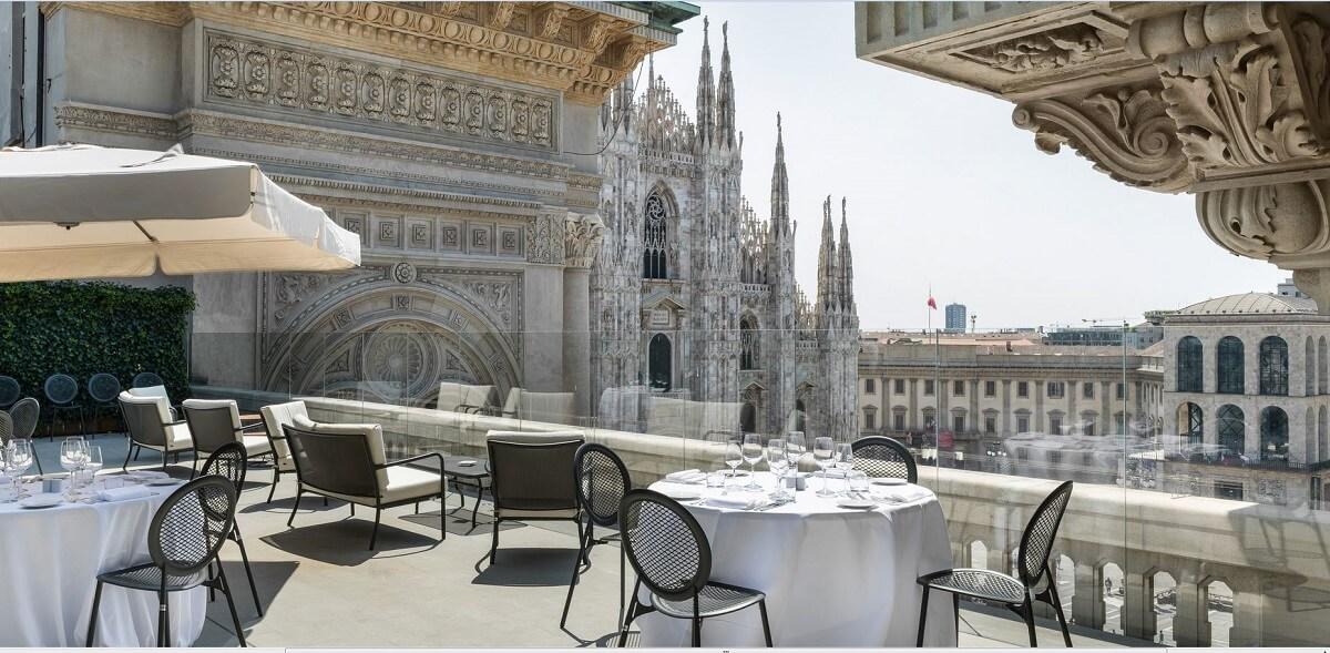 Hotel con terrazza  monumenti dItalia  panorama mozzafiato