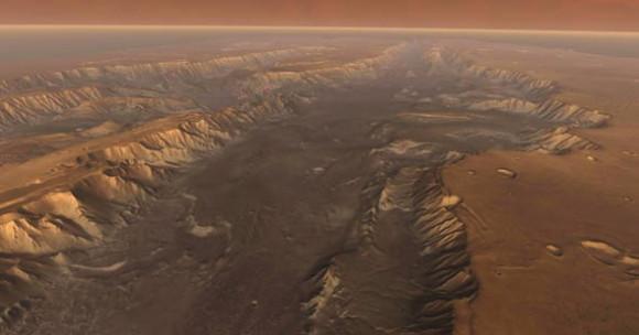 Вид долины Мелас с большой высоты. Мелас (в центре) – самая глубокая часть системы. На заднем плане вдаль уходит расщелина Копрат. Слева – расщелины Кандор и Офир.