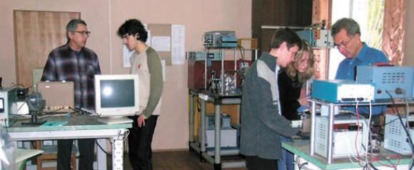 В студенческой лаборатории экспериментальных методов спектроскопии
