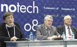 Слева направо: Пауль Мюллер (Университет Эрланген-Нюрнберг, Германия), академики РАН Александр Асеев и Юрий Гуляев на «Руснанофоруме», 4 декабря 2008 г.