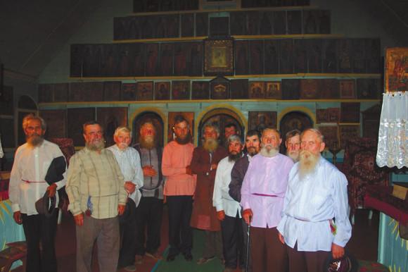 Мужской клирос. Село Покровка, Молдавия, 2008 год