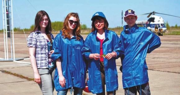 Елена Солдатова с командой «Ва-банк» (CanSat 2012, Калуга)