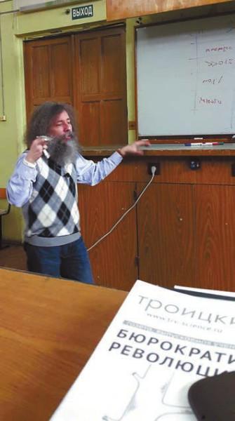 Михаил Гельфанд читает лекцию