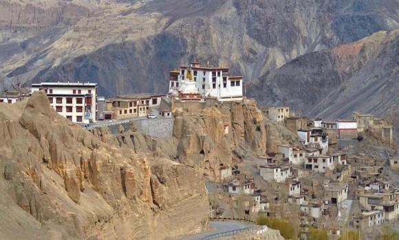 Монастырь Ламаюру (3553 м). Ладак. 5 мая 2013 года. Фото А. Андреева
