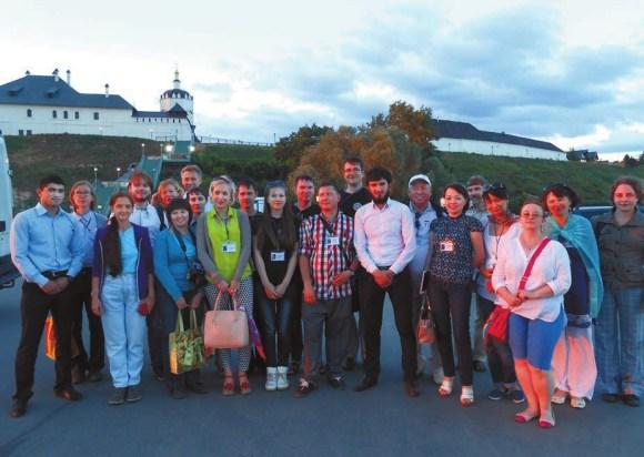 Участники Молодежной школы во время экскурсии на остров-град Свияжск