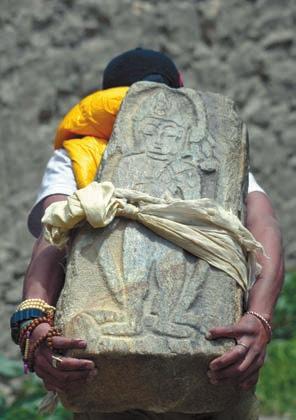 Нелегкий ритуал с плитой Наропы
