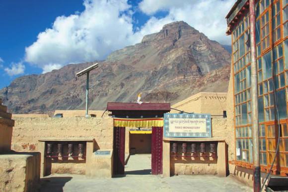 Вход в монастырь Табо. 5 октября 2011 года. Фото В. Скворцова