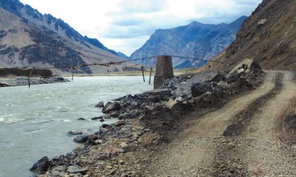 Разрушенный мост через Занскар. Фото А. В. Андреева