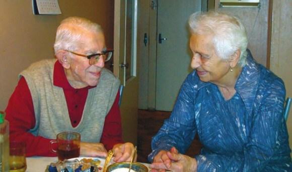 Ю. С. с женой дома на кухне, октябрь 2008 года