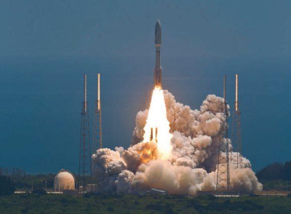 Atlas V-551 несет Juno на встречу с Юпитером