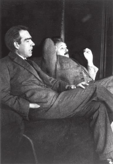 Эйнштейн и Нильс Бор