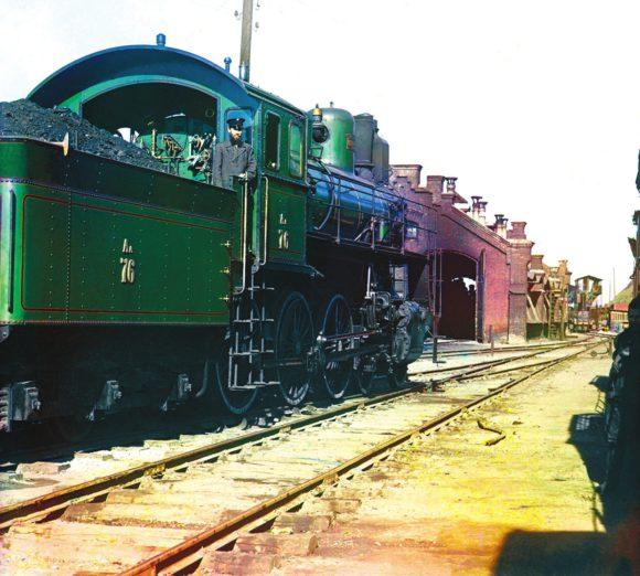 Паровоз Аа-76 в депо Главных мастерских УГЖД. Сергей Прокудин-Горский, 1910 год