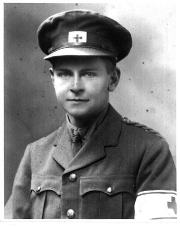 Олаф служил братом милосердия во время Великой войны