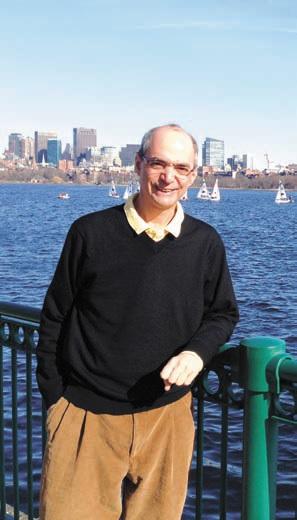 Дэн Ротман на фоне реки Чарлз, неподалеку от кампуса Массачусетского технологического института (Кембридж, Массачусетс, США)