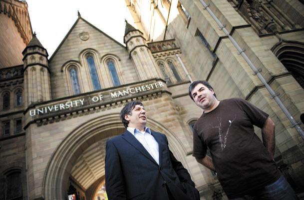 Лауреаты Нобелевской премии Андрей Гейм и Константин Новосёлов. Фото The University of Manchester