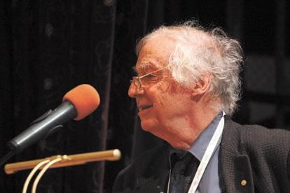 Роберт Хубер (родился в 1937) — лауреат Нобелевской премии 1988 года за установление трехмерной структуры фотосинтетического реакционного центра