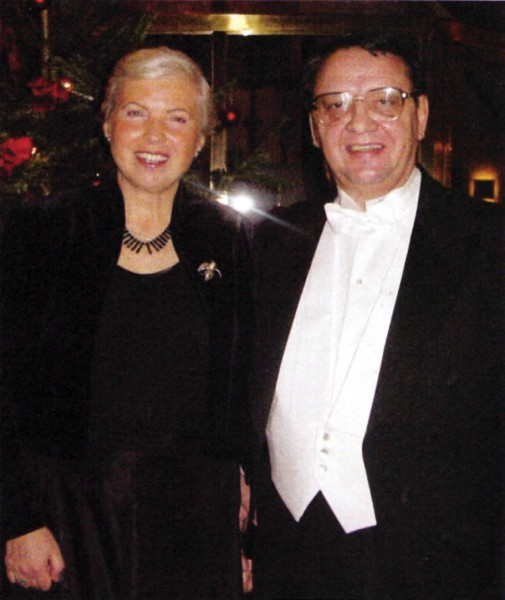Супруги: профессор Владилен Летохов и профессор Тийна Кару в Стокгольме, Швеция (10 декабря 2000 года)