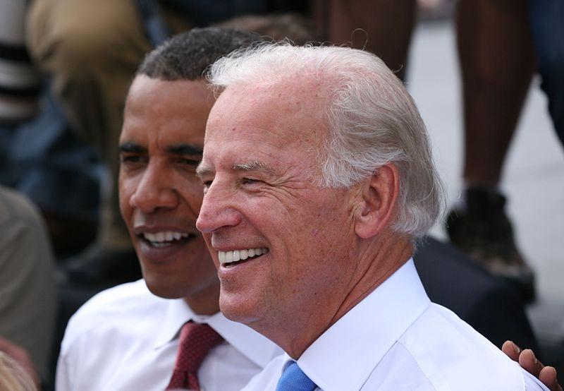 """Джо Байден и Барак Обама (""""Википедия"""")"""