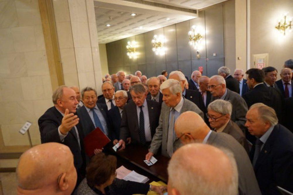 Академики были недовольны задержкой при голосовании за новый Президиум