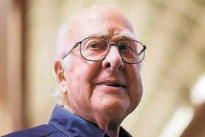 Питер Хиггс (1929, Великобритания, профессор Университета Эдинбурга, Шотландия).