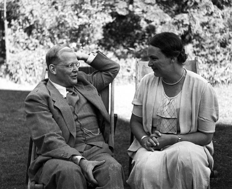 Дитрих Бонхёффер с сестрой Сабиной в Лондоне. Июль 1939 года (Art Resource, NY)