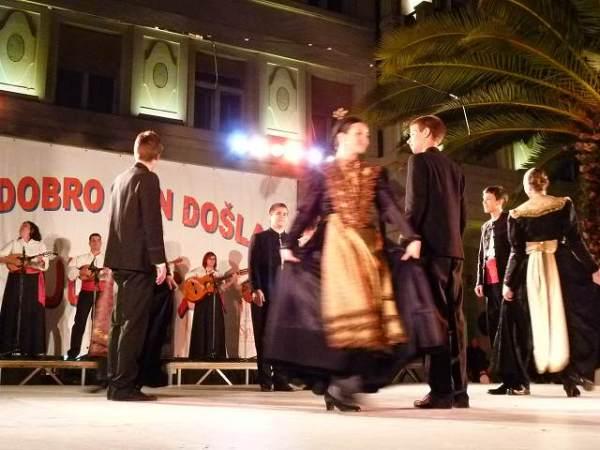 クロアチアの民族ダンス?かっこよかった