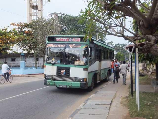 ネゴンボの町を走る、めっちゃ遅いローカルバス