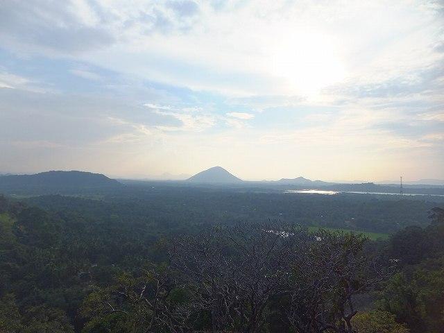 ダンブッラ黄金寺院(石窟寺院)からの景色、眺め:スリランカ