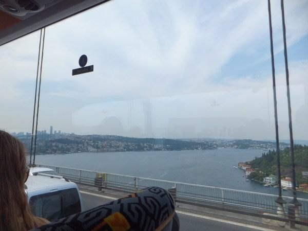 バスでイスタンブール市内へ!