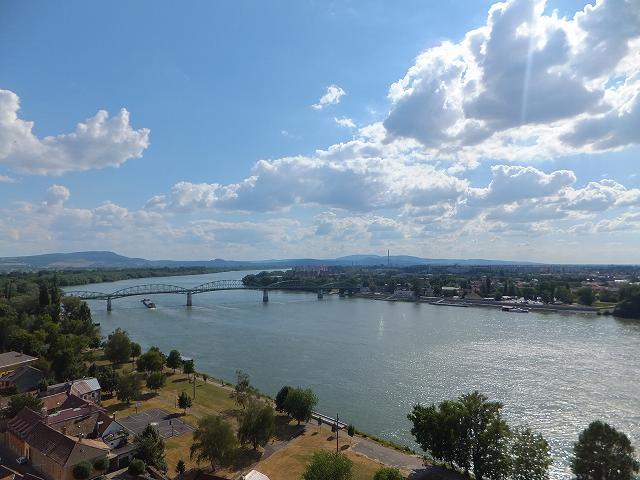 ドナウ川の向こう側はスロヴァキア