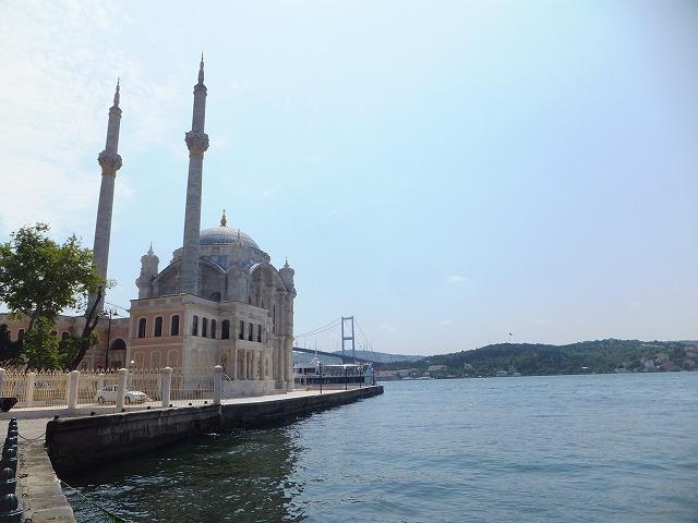 ボスポラス橋近くのモスク