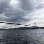 ボスポラス大橋を船から