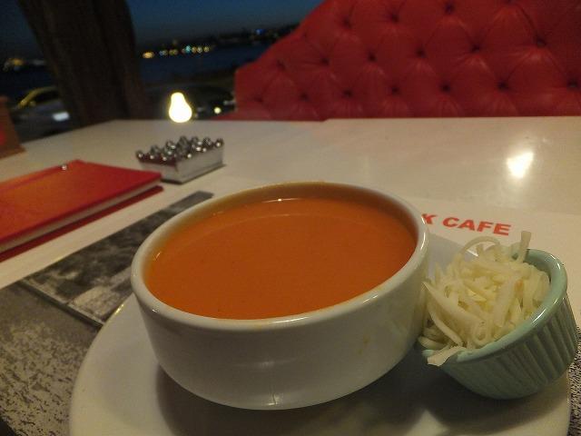 トマトスープ(ドマテス・チョルバス)
