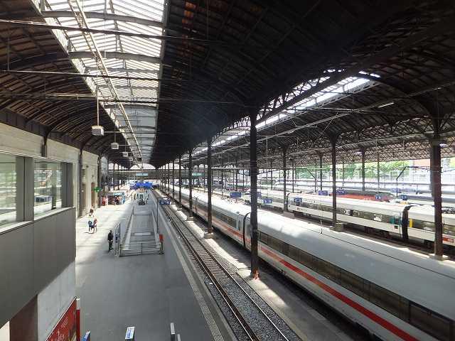 バーゼル駅構内の写真
