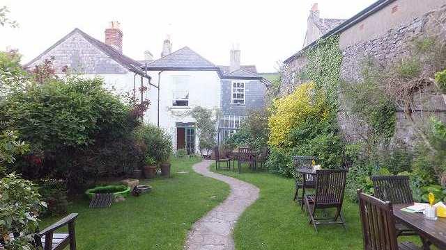 イギリス、とある村のカフェ
