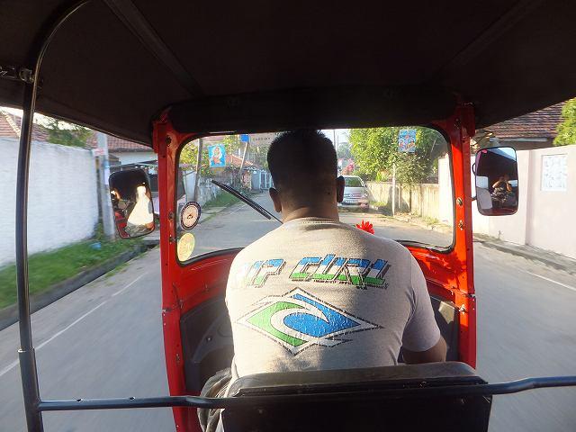 トゥクトゥクに乗ってネゴンボバスステーションへ