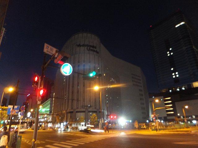冬6時の梅田ヨドバシカメラ前