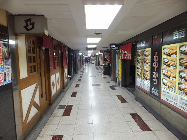 新梅田食堂街:昼ピーク過ぎの絵