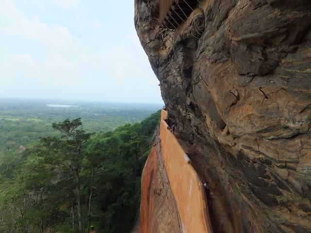 シギリヤロック脇の道:スリランカ旅行