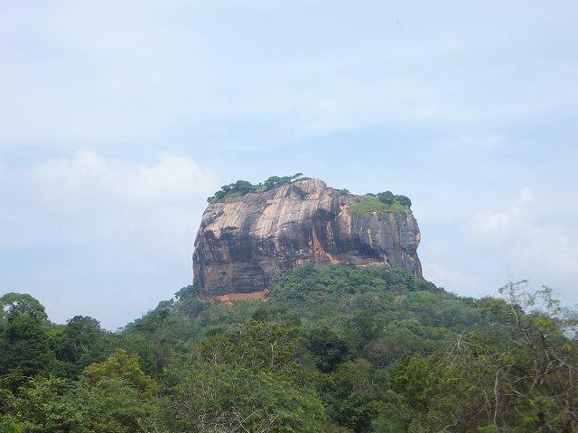シギリヤロックを下から眺める:スリランカ旅行
